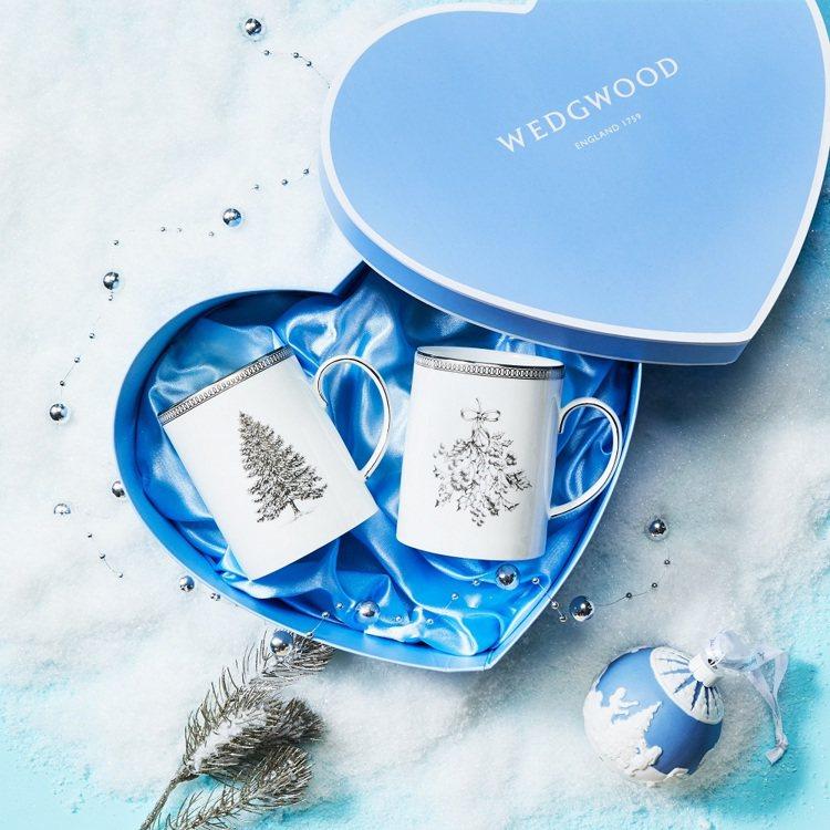 Wedgwood銀白聖誕系列馬克對杯/原價3,200元、特價2,560元。圖/W...