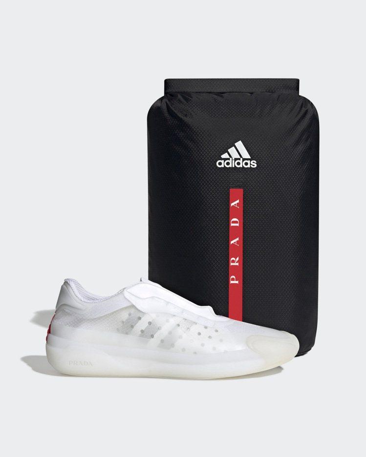A+P Luna Rossa 21 運動鞋 & 內附防水鞋袋。圖/Prada提供