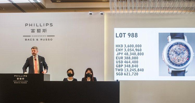 富藝斯「名表薈萃─香港XI」專場,百達翡麗型號5104鉑金和18K玫瑰金自動三問...