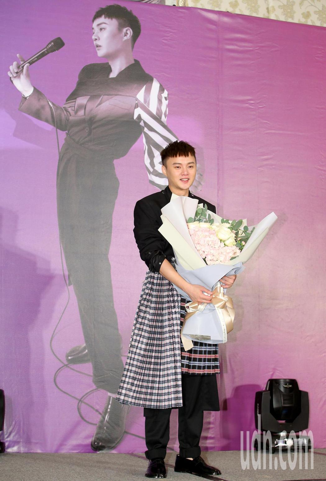 台語小天王許富凱明年2月20日將在台北小巨蛋舉辦演唱會,今天舉辦「拾歌」演唱會暨...