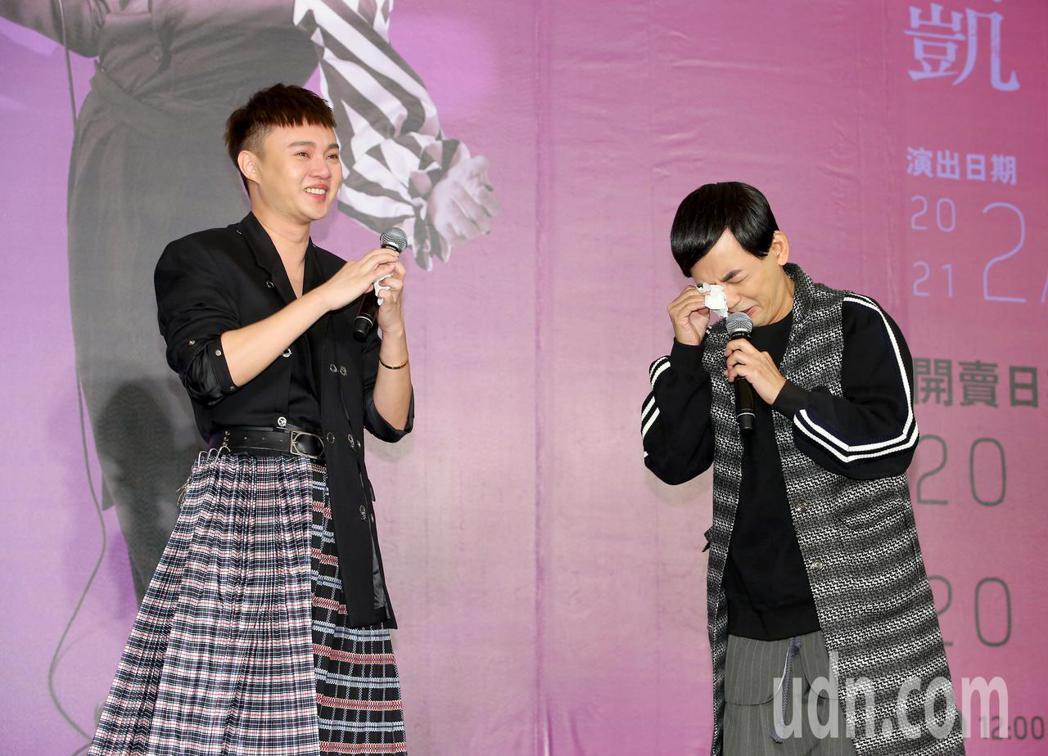 台語小天王許富凱(左)今天舉辦「拾歌」台北小巨蛋演唱會暨同名新專輯發片記者會,綜...