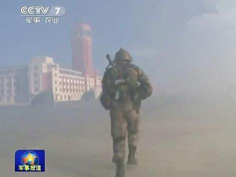 央視曝光朱日和基地中,一處建築外形仿似台灣總統府的畫面。圖/取自觀察者網