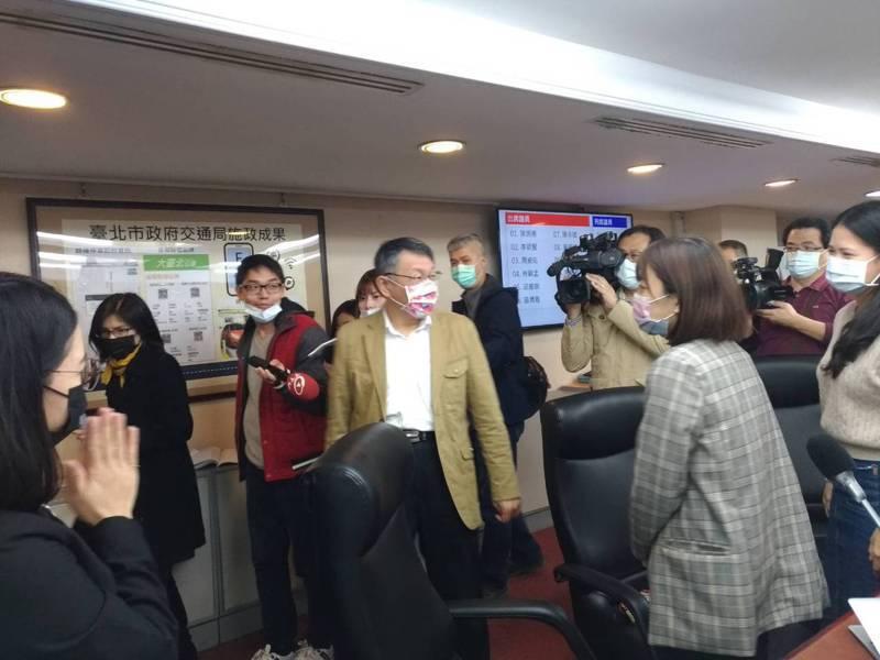 柯文哲今天表示,台北市日租套房沒有很用力查,那時候是睜一隻眼閉一隻眼,但現在是防疫破口,當然要封殺,若有感染的去日租套房,然後跑出去就慘了。記者林麗玉/攝影