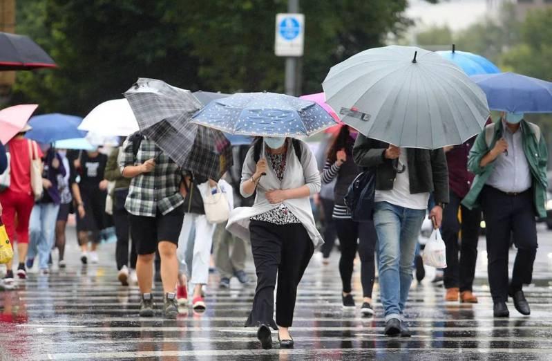 雨下不停,狂炸宜蘭,10月及11月的全國雨量排第一,比基隆雨都還多,這段期間只有2天零雨量,雨下到人都快要發霉了。本報資料報