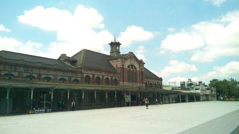 台中市新聞局12/4-6日在火車站站前廣場露天放電影。圖/台中市新聞局提供