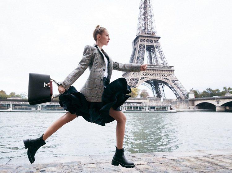 在巴黎鐵塔前的穿搭照,展現奧林匹亞公主的俏麗長腿。圖/LV提供