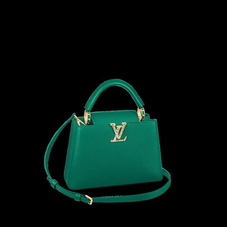 祖母綠的手袋以鮑魚彩殼裝飾路易威登的logo。圖/LV提供