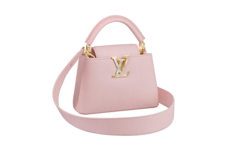 粉紅色迷你手袋的路易威登logo,以珠母貝展現。圖/LV提供