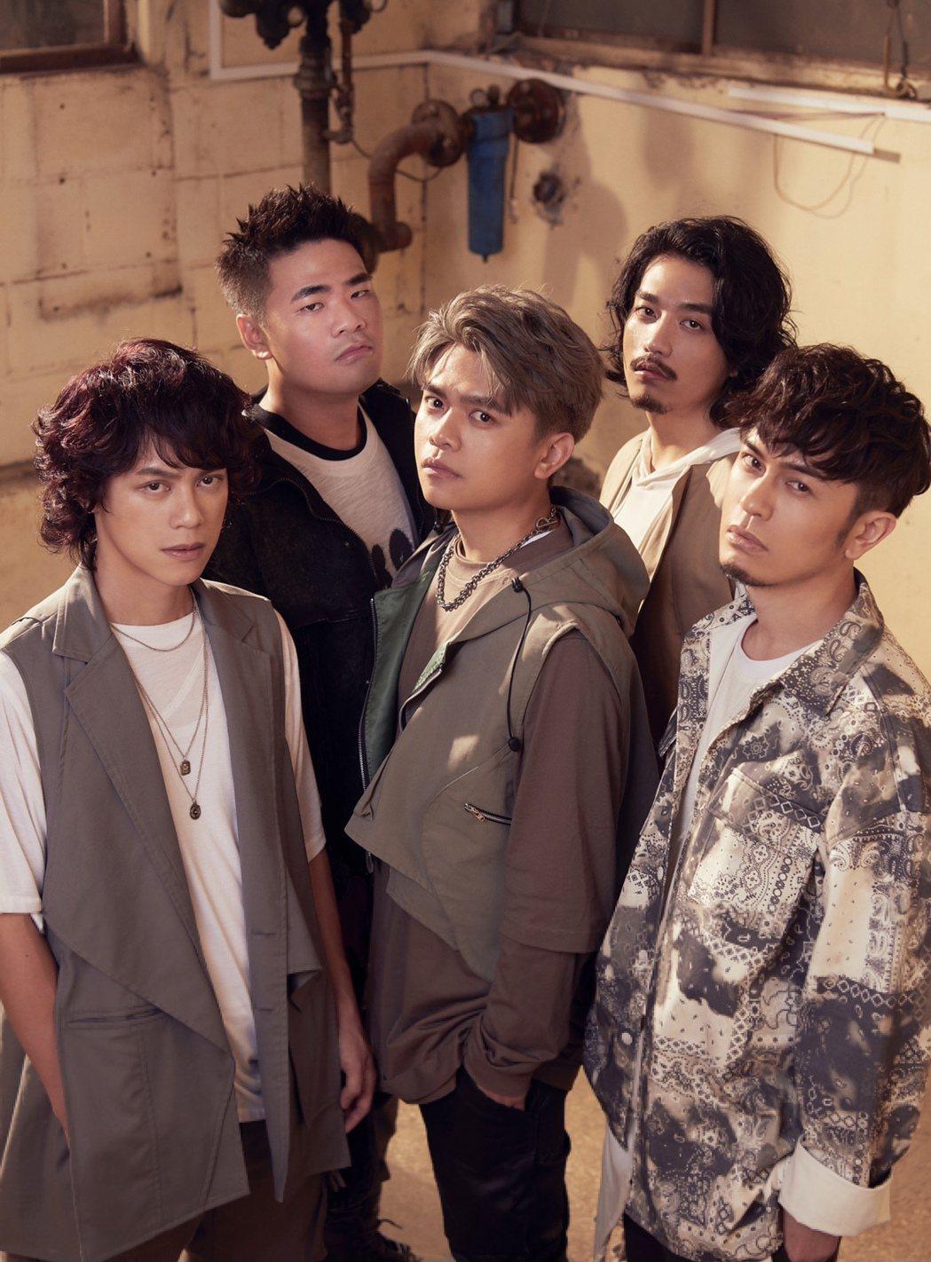 七月半推出首張專輯「夜露思苦」,本周六將舉辦同名演唱會。圖/七胖娛樂有限公司提供