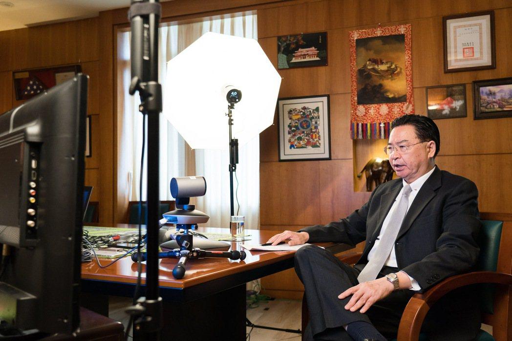 外交部長吳釗燮30日接受澳洲廣播公司專訪。圖/外交部提供