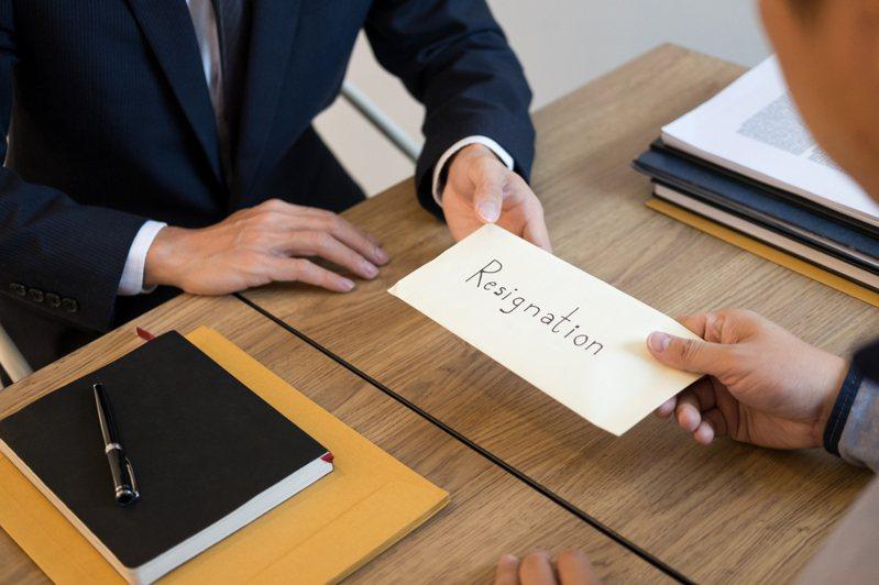 離職是一門學問,許多新鮮人如果對公司有不滿的地方想要離開,會直接向主管坦白辭職原因,雖然是把事實說出來而已,但許多網友紛紛表示這麼做,等同誤踩職場潛規則。圖/ingimage