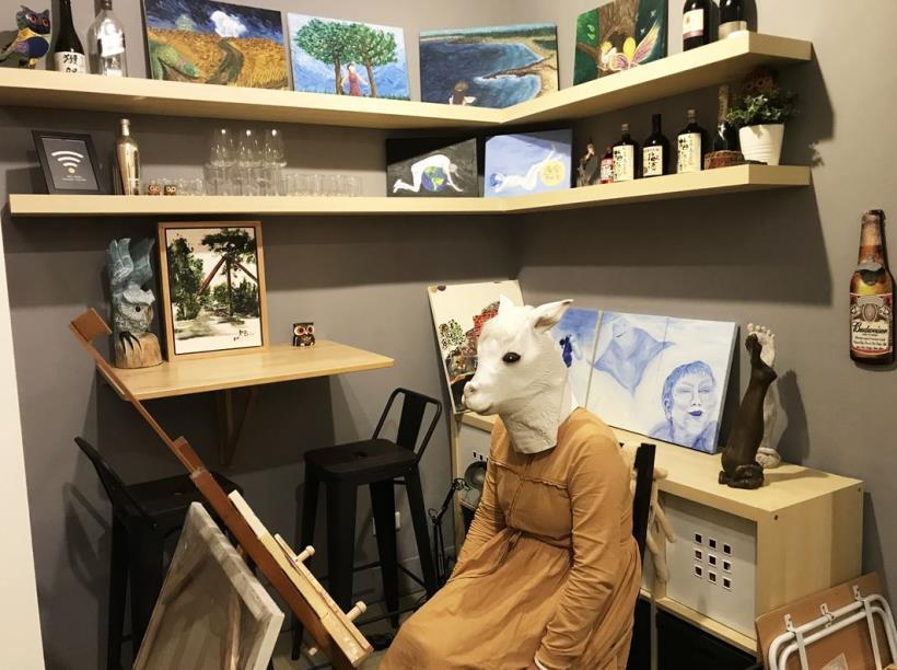 高嘉蔚的工作室。每一幅油畫代表著不同階段的人生故事。 圖/高嘉蔚提供CMoney