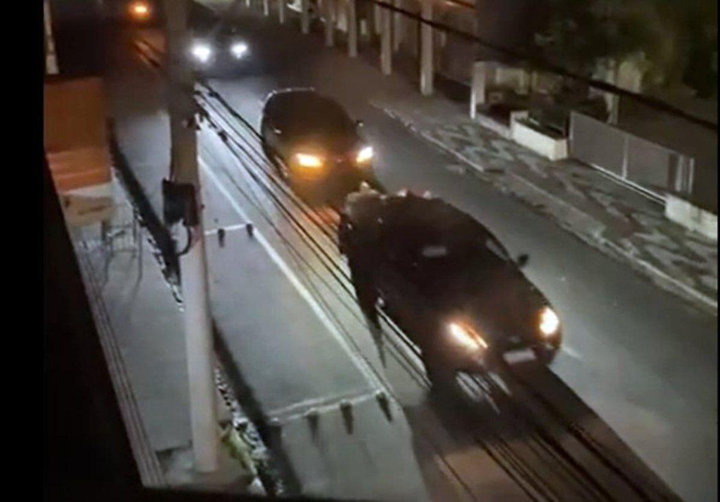 巴西警方於克市西郊的農田裡,找到10輛作案贓車。但這批被丟下的SUV多懸掛著聖保...