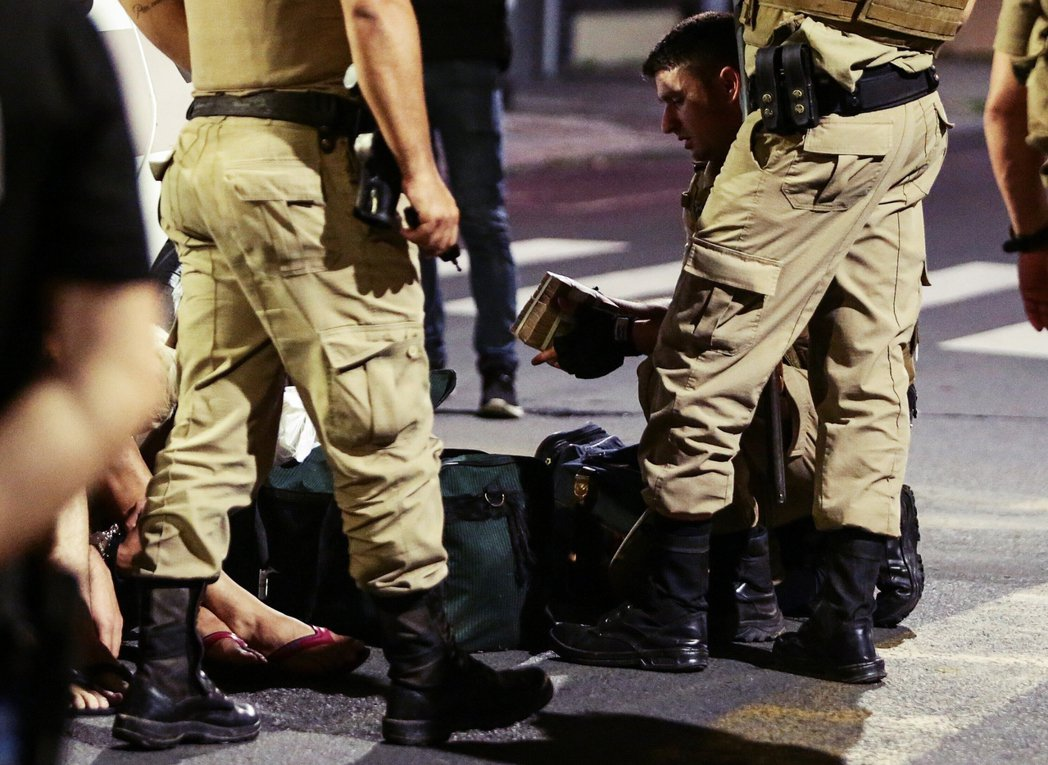 目前巴西警方已逮捕4名年輕的「共犯男性」,並追回81萬巴西雷亞爾(約新台幣440...
