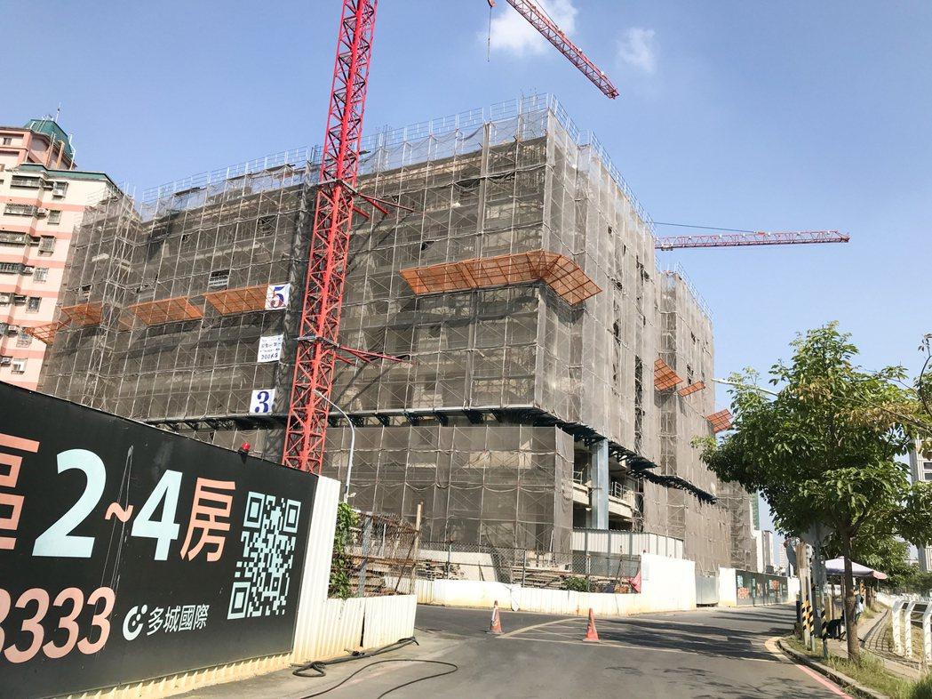 仁武區未來兩年將有多棟大樓完工。 攝影/張世雅