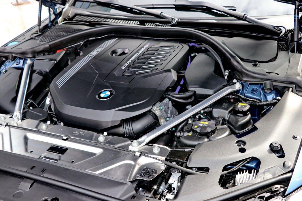 BMW M440i xDrive引擎蓋下植入3.0升TwinPower Turb...
