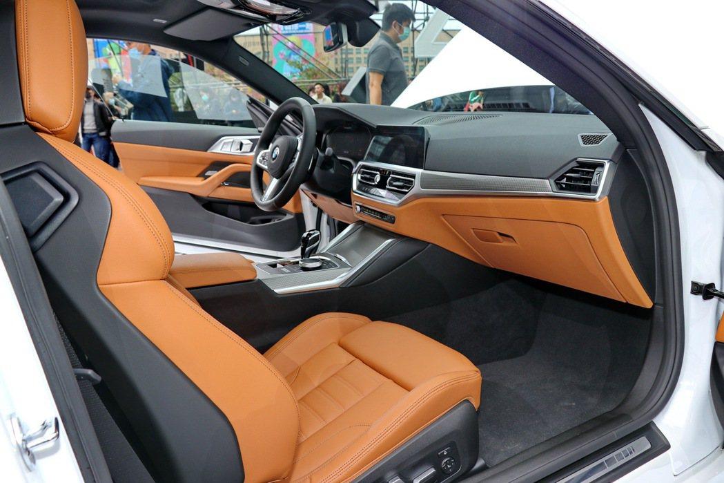 全新世代BMW 4系列雙門跑車以現代豪華的科技元素打造全新BMW全數位虛擬座艙。...