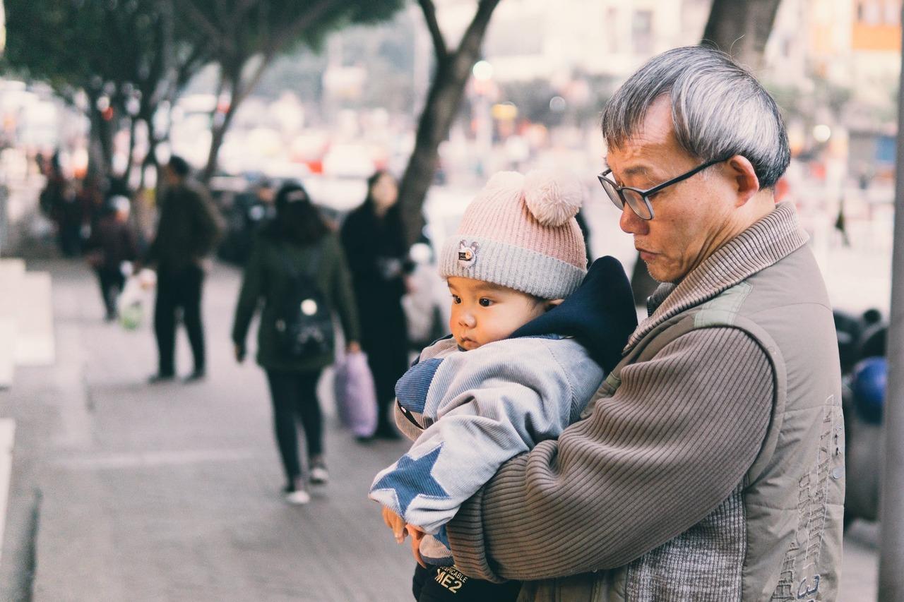 法扶協助過不少因為長期照顧而發生家庭悲劇的案件,關於家庭內的照顧,法律訴訟能解決...