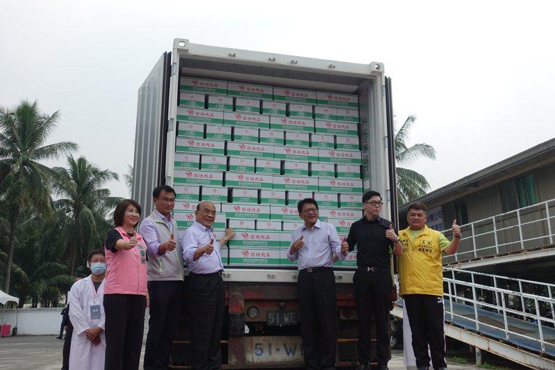 行政院長蘇貞昌(左三)11月19日出席信功實業公司的肉品外銷封櫃儀式,全程未討論或提及萊豬議題。圖/本報資料照。