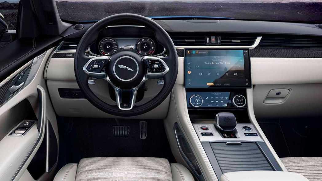 12.3吋的虛擬儀表版與全新的方向盤。 圖/Jaguar提供