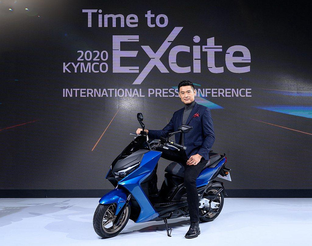 日前舉辦國際新車發表會,被譽為近十年來最強的速克達白牌旗艦KYMCO KRV大為...