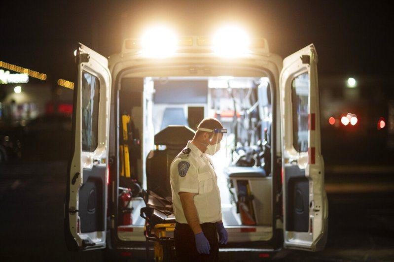 美國疫情未歇,住院人數激增,加護病房瀕臨超載。 美聯社
