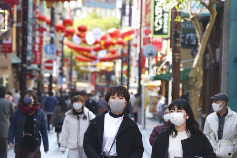 日本國會參議院今天一致通過「預防接種法」修正案,明定接種新冠肺炎疫苗是國民的「義...