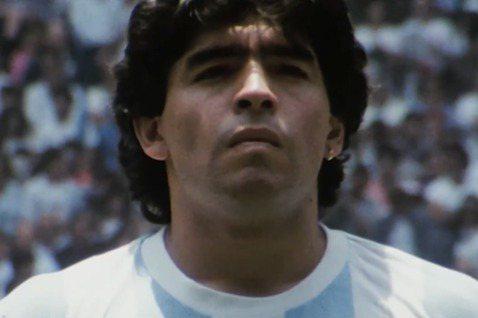 阿根廷足球傳奇馬拉度納(Diego Maradona)病逝,讓各界表示不捨。電影公司聯影電影決定將於6日重映馬拉度納紀錄片「世紀球王馬拉度納」。馬拉度納一生傳奇,除了經典「上帝之手」,紀錄片「世紀球...