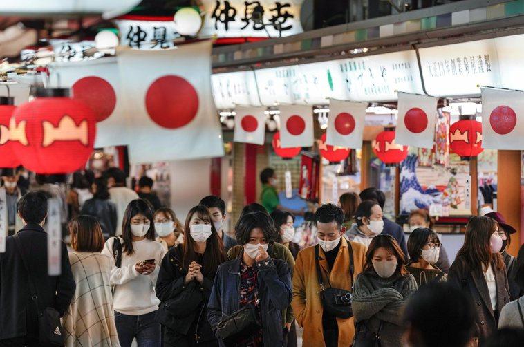 日本研究團隊首度進行數百人規模的「中和抗體」調查,結果顯示曾染新冠肺炎且痊癒的人...