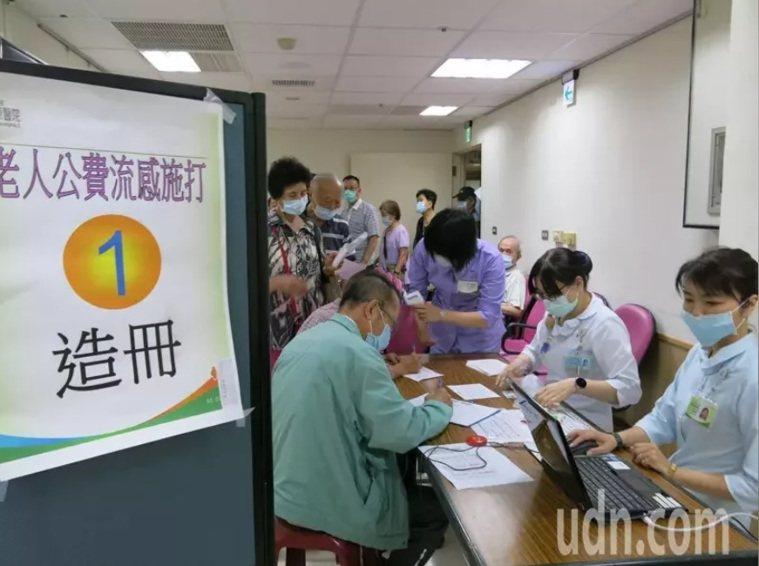 健康50至64歲成人自12月1日恢復接種公費流感疫苗,首日衝出9000多劑接種量...