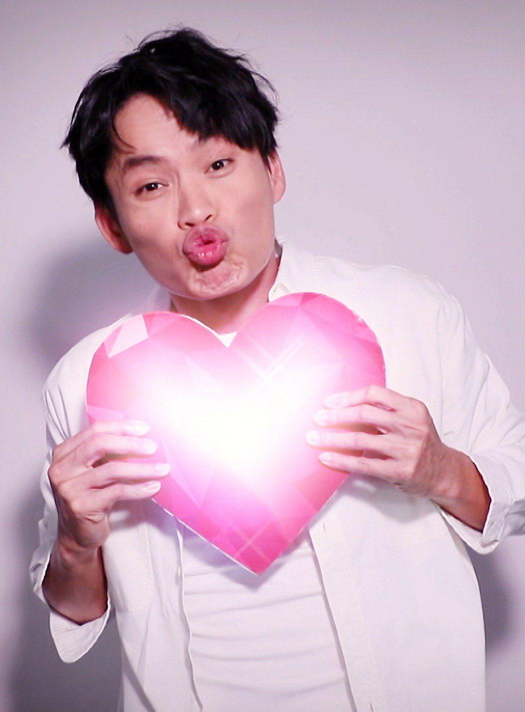 黃鐙輝獻唱「愛無限」。圖/TVBS提供
