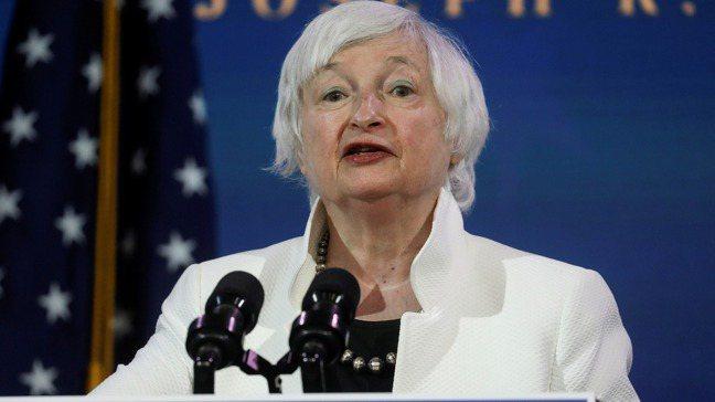 獲提名為美國下任財長的葉倫1日上台致詞。路透