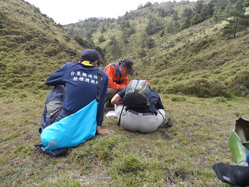 山林開放政策後,山域意外事故增加,台東縣消防局推出山難預防6大自救觀念,提醒登山客。圖/台東縣消防局提供