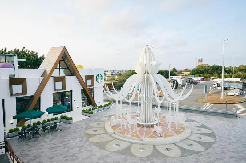 星巴克首座夢幻積木城堡門市-泰安南門市正式開幕。(照片提供:統一超)
