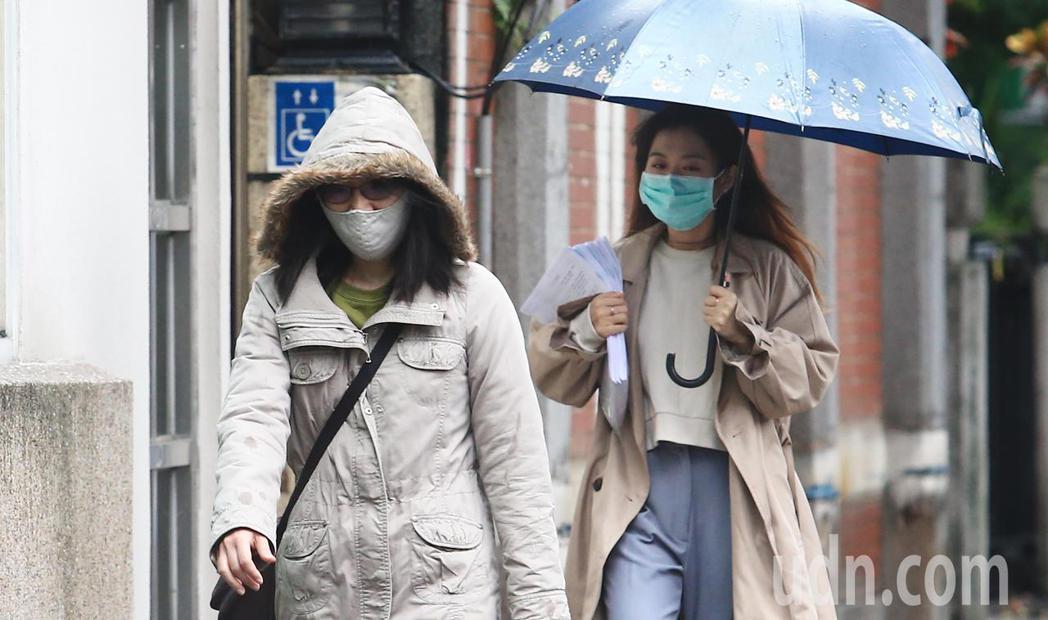 中央氣象局目前針對五縣市發布豪雨、大雨特報。氣象專家吳德榮表示今晨最低溫出現在苗...