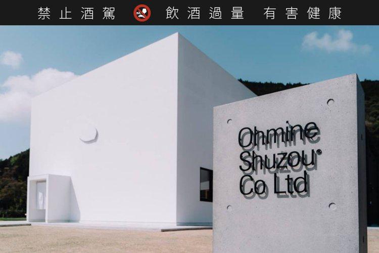 位於山口縣美祢市的大嶺酒造,極簡風的建築外觀,彷彿是現代美術館。圖/大嶺酒造提供...