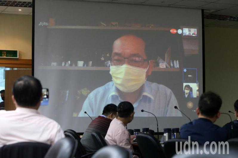 國民黨中常委楊博仁透過視訊表示,「我非常反對萊豬進口,不可能贊同去買萊豬作為信功的原料」。記者胡經周/攝影