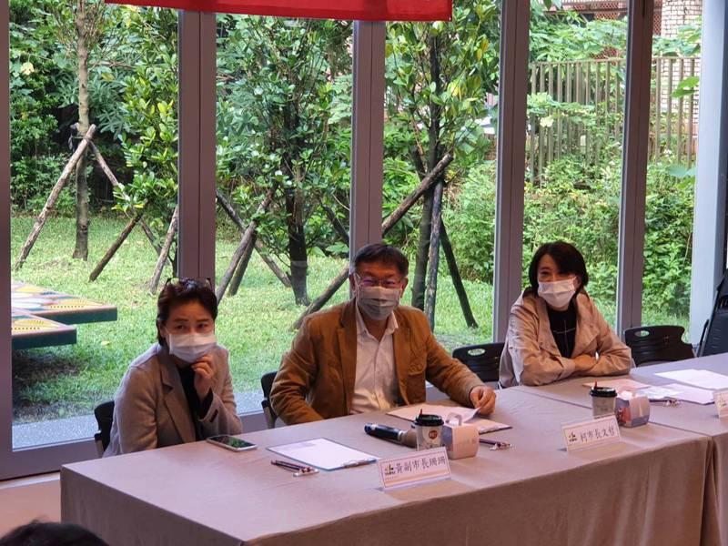 台北市議員王鴻薇(右一 )上午舉辦健康社會住宅交流感謝茶會,台北市長柯文哲、副市長黃珊珊出席。記者楊正海/攝影