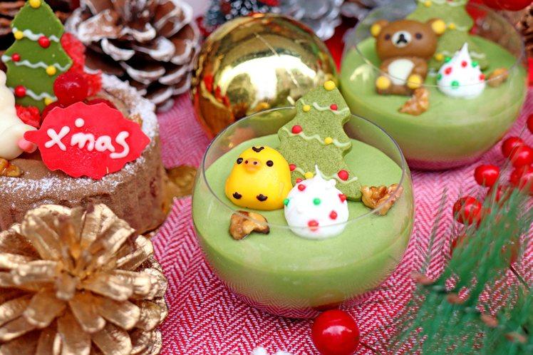 「抹茶紅豆聖誕慕斯杯」共3款角色,每款140元。圖/拉拉熊咖啡廳提供
