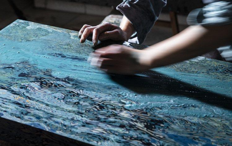 陳仁毅設計「無念」贊直琴桌系列的製作過程。圖/ 邦瀚斯提供