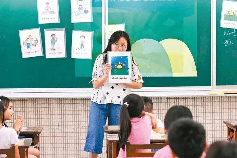 蔡英文總統喊出2030年雙語國家政策,教育部拚後年培育2000名雙語教師,國內14所師培大學110學年陸續啟動雙語課程。圖為雙語教學示意照。本報資料照片