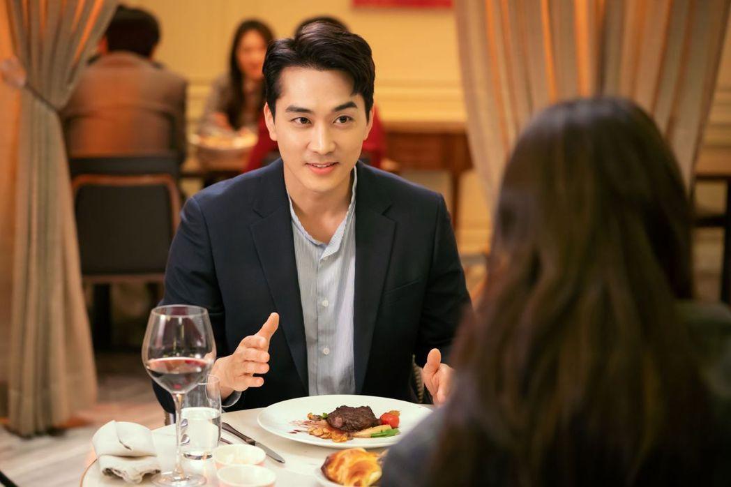 宋承憲在「一起吃晚餐嗎」中飾演一名精神科醫師。圖/八大電視提供