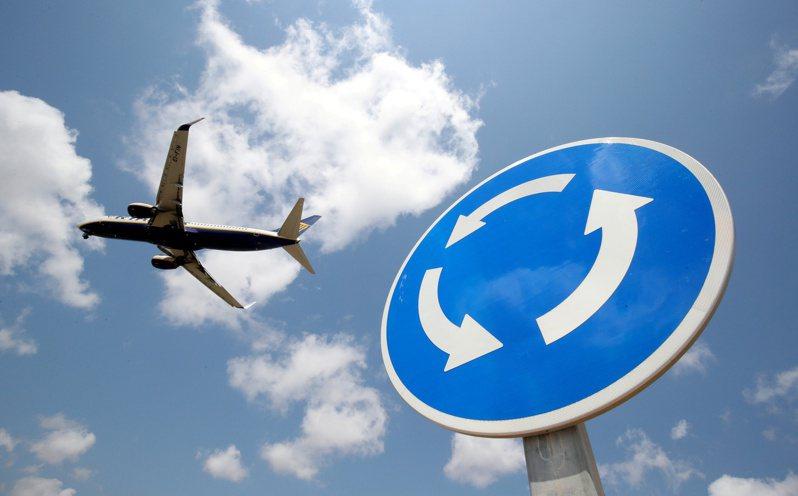 美國聯邦航空管理局(FAA)1日表示,已對去年3月生產的波音737 MAX客機頒發首張適航證明。路透