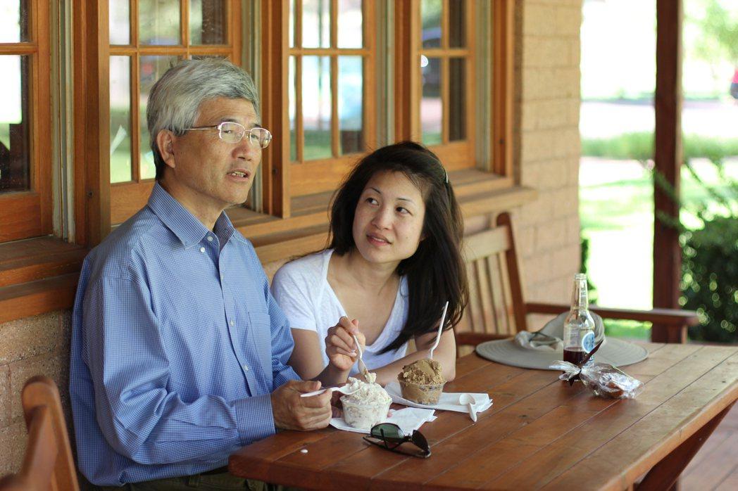 楊仁亞(右)與父親楊文彬感情深厚。圖/楊仁亞提供