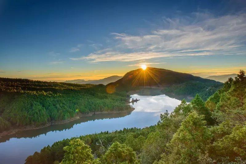 迎接2021年第一道曙光,太平山國家森林遊樂區元旦提早在清晨3點開放入園,並贈送...