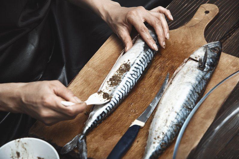一名網友表示,挪威鯖魚與台灣鯖魚存在微差異,若不仔細觀察可能看不出來,卻有不肖業者以台灣鯖魚假冒挪威鯖魚販售。圖為示意圖。圖片來源/ingimage