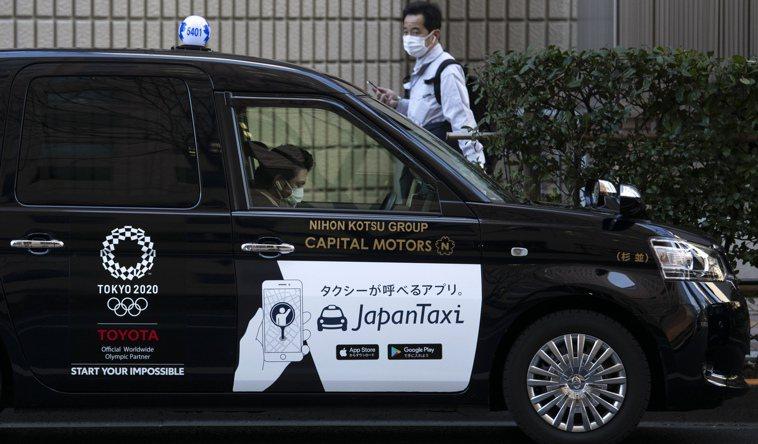 日本理化學研究所等研究團隊針對飛沫在計程車內是如何擴散,對外發表了利用超級電腦「...