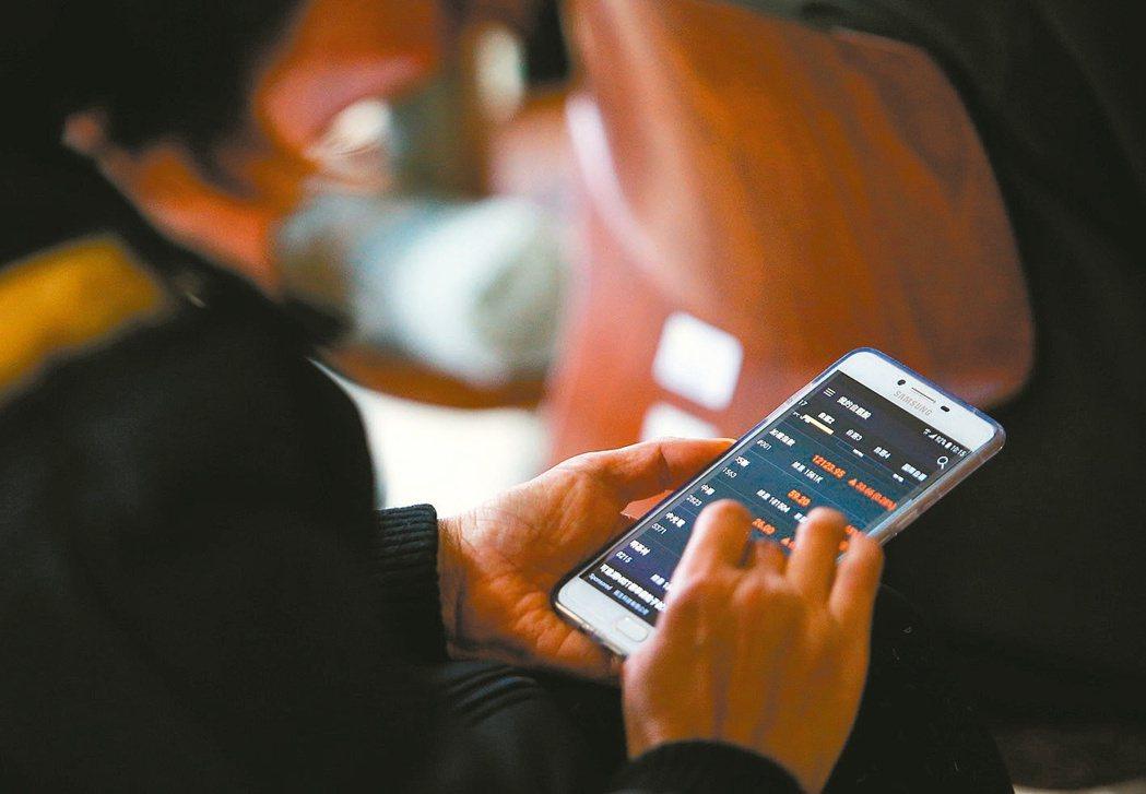 筆者認為,高收益債和定期定額也有可能出現配到本金、股價或淨值下跌的風險。 本報系...