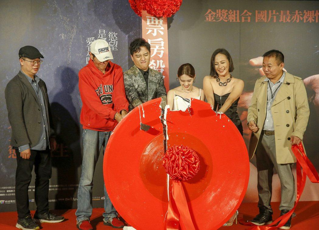 電影《親愛的殺手》在松仁威秀電影院舉行首映會,邀請主要演員喜翔(左起)、導演賴孟...