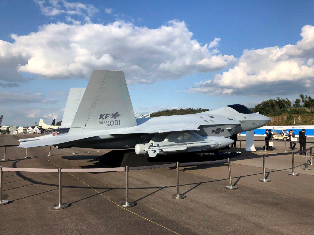 南韓空軍具匿蹤性能的KF-X戰機模型。 圖/路透社